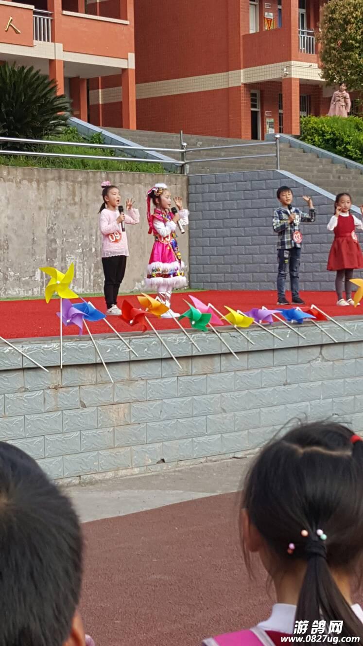 南江县下两镇中心小学校园小歌手大赛