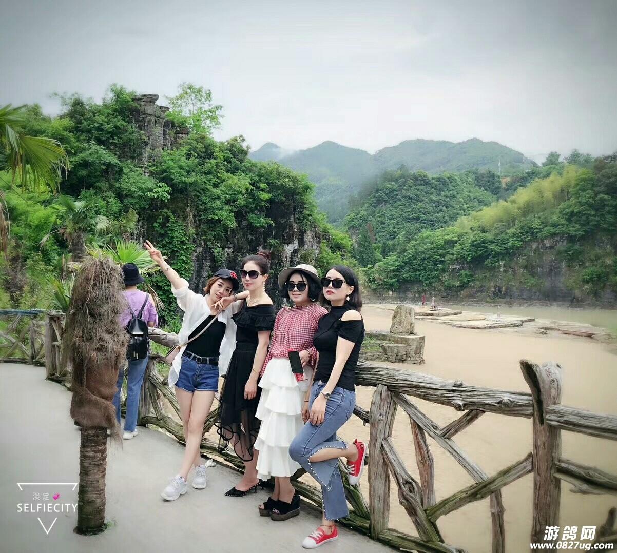如果方便的朋友,不妨去浙江泰顺县南浦溪景区比拼比拼,看看是景美?